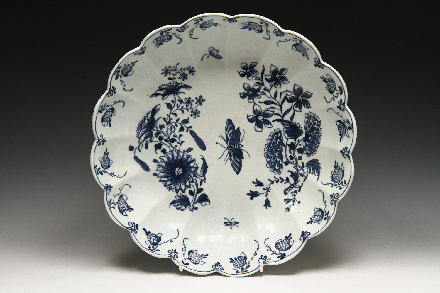 1060 - A rare Lowestoft Junket dish c 1763-5