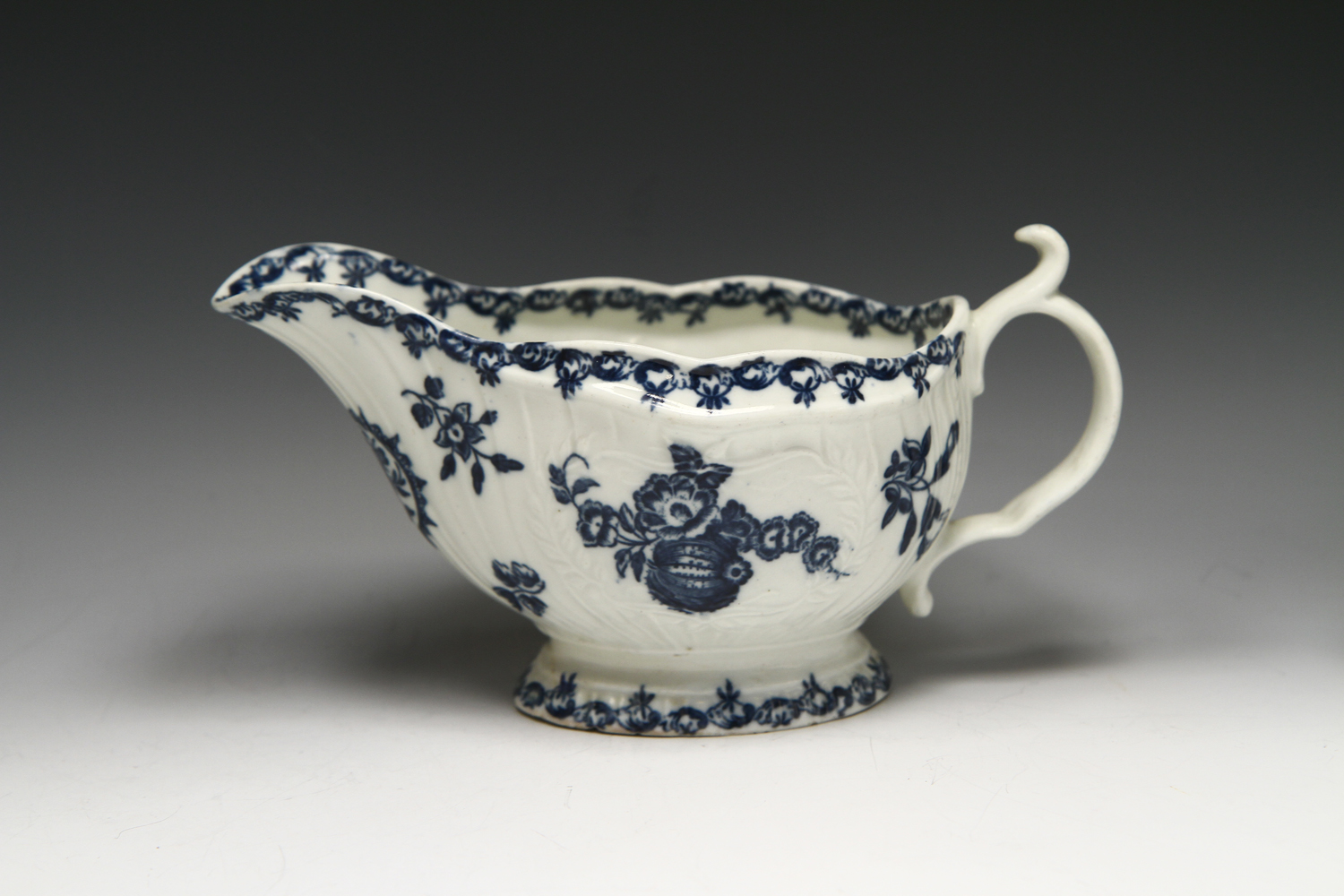 1063 - A Caughley sauceboat c 1778-80