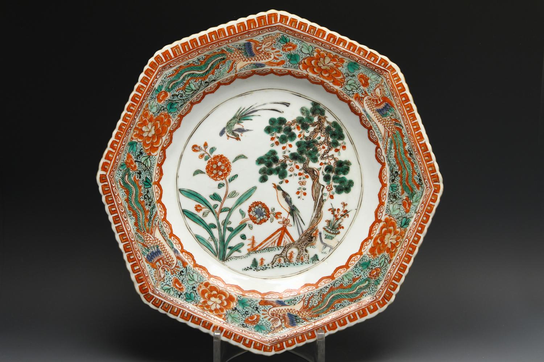1134 - A fine Kangxi Famille verte pie-crust plate c 1710