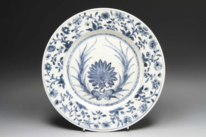 1137 - A Kangxi plate c 1700