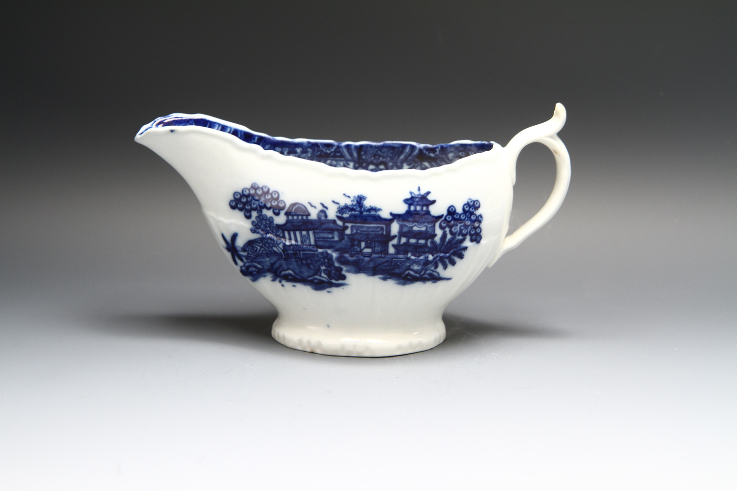 1128 - A Caughley sauceboat 1780-85