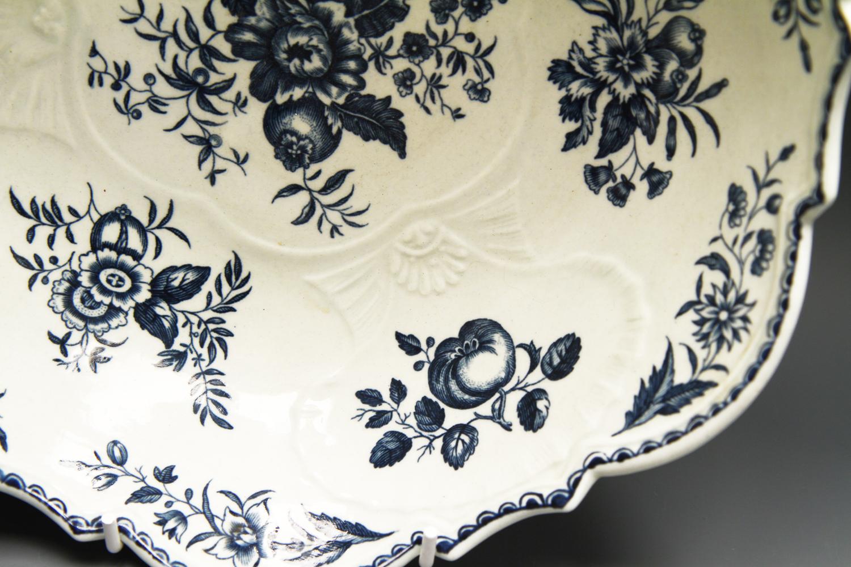 1135 - Fine Worcester Junket dish c 1775