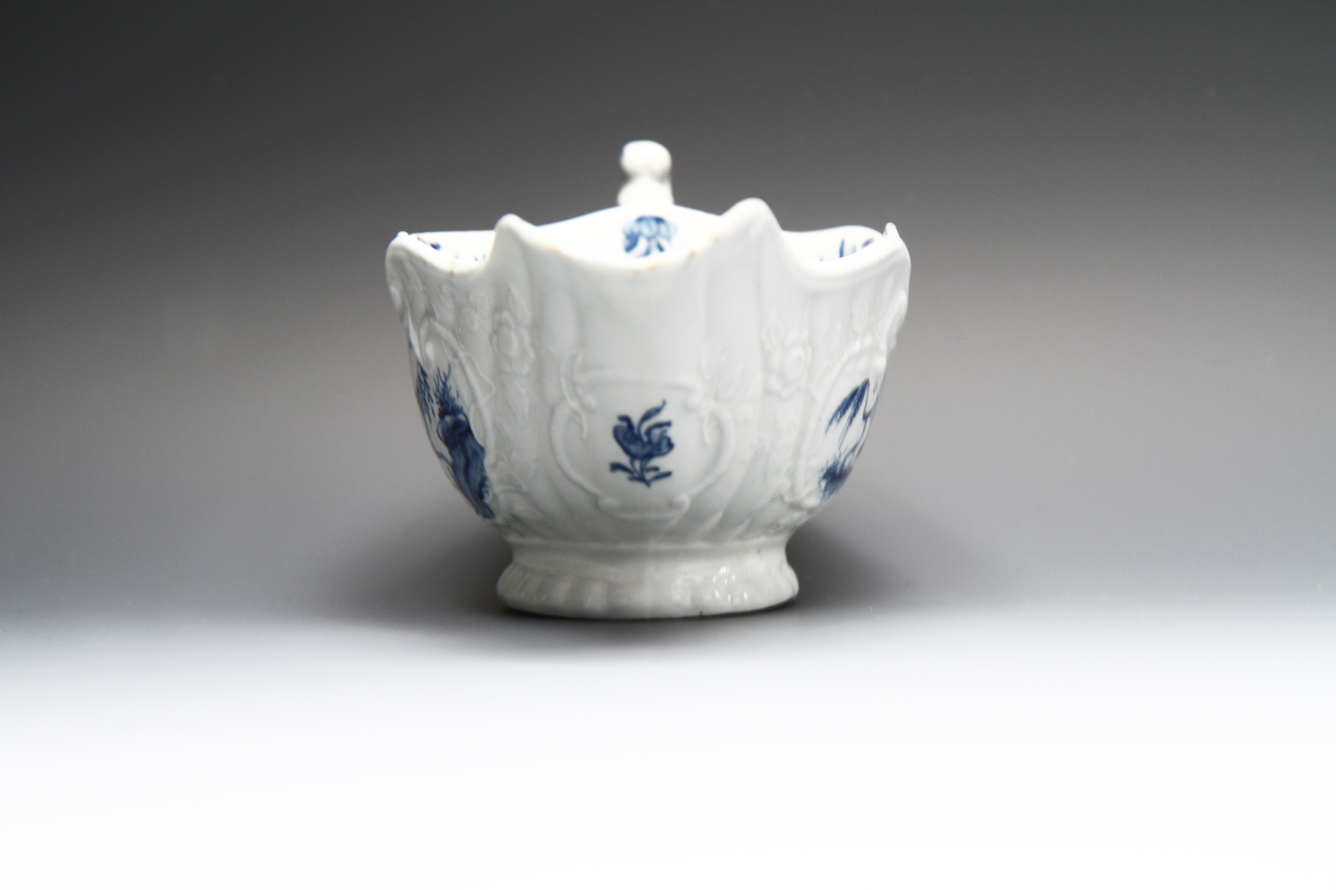 1010 -  A fine Worcester sauceboat c 1755 - Unrecorded pattern?