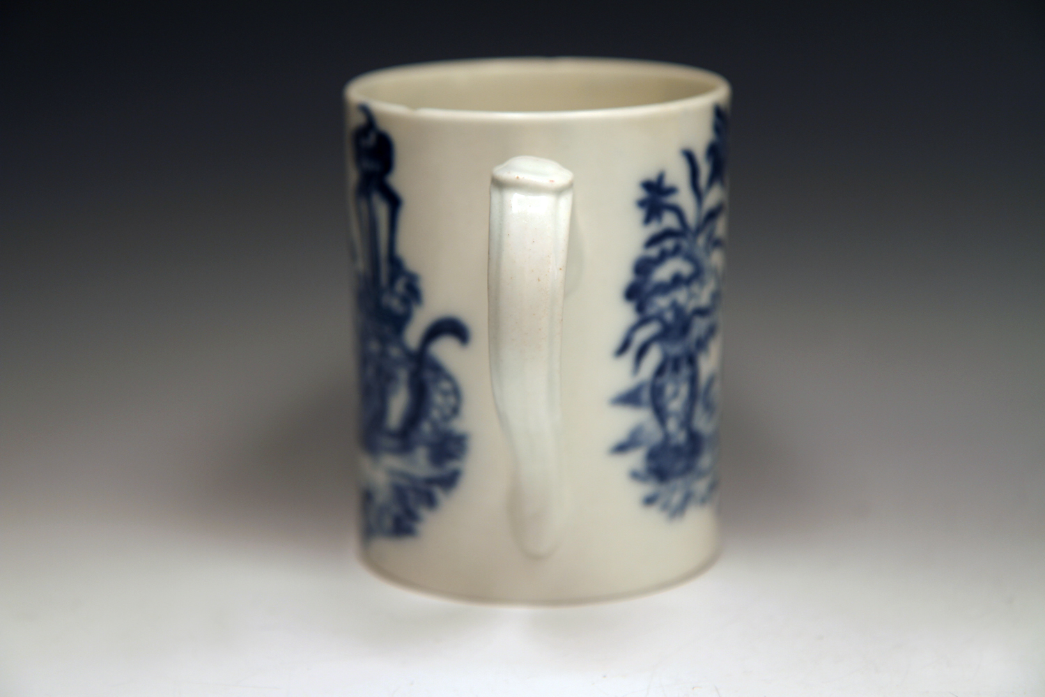 1040 - Caughley mug in the Bell Toy pattern, c 1775-80