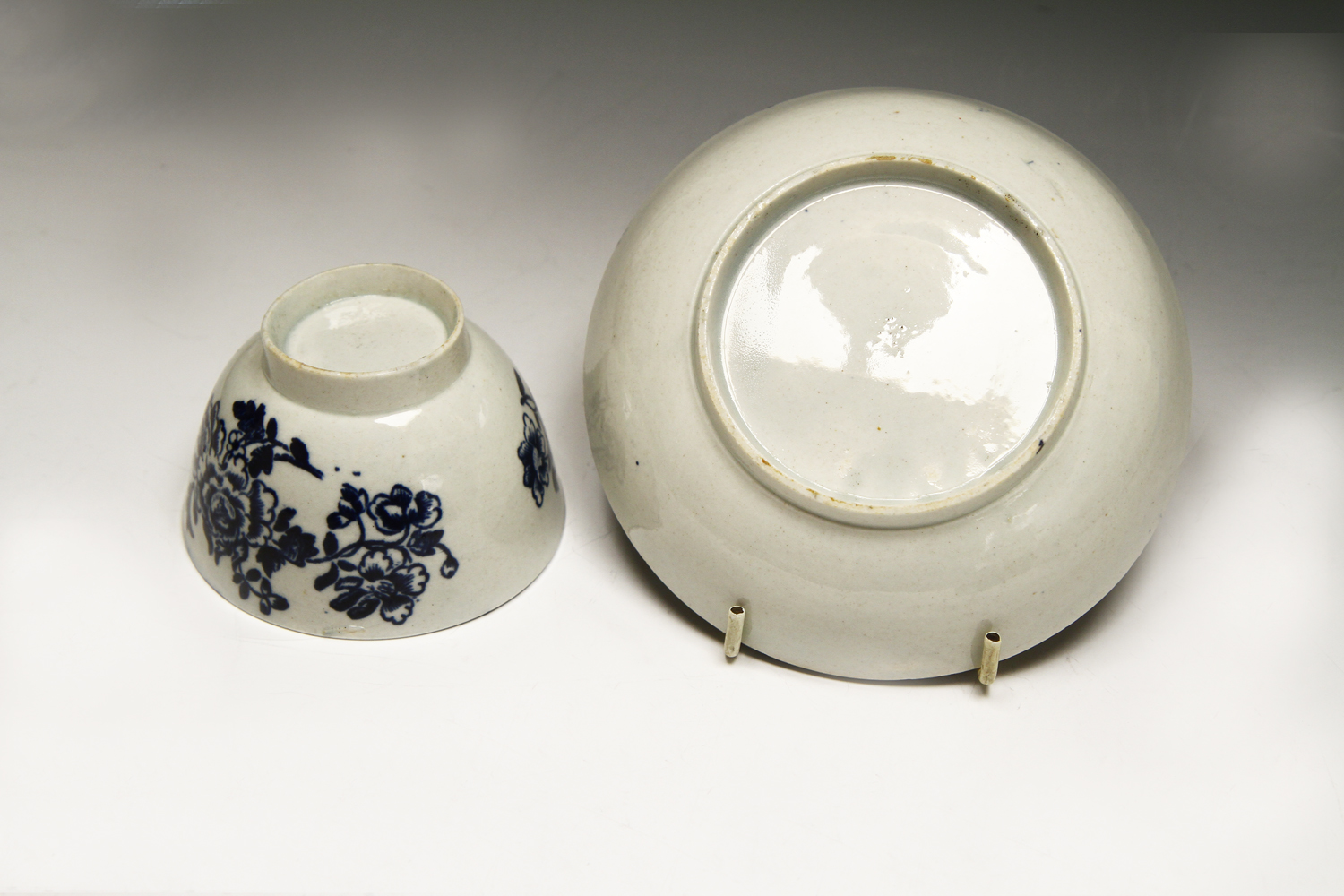 1069 - A Liverpool, probably Seth Pennington teabowl and saucer c 1785.