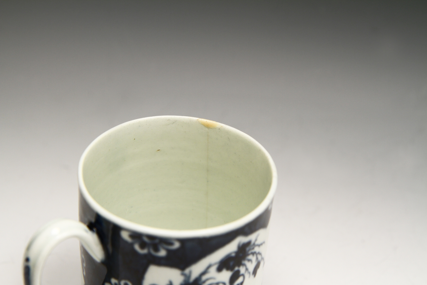 1045 - A Worcester mug in the Cracked Ice pattern c 1765-70